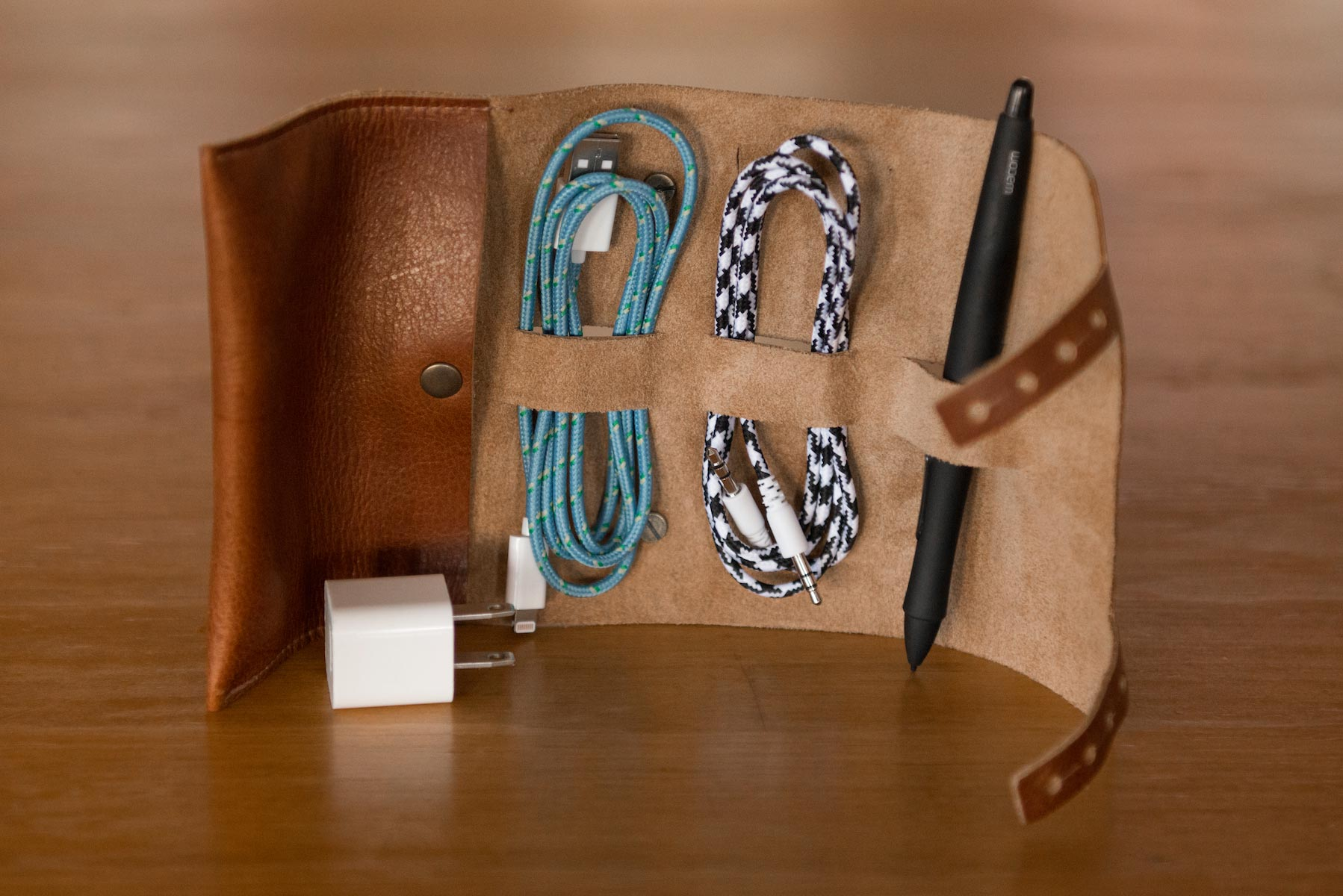 Cordito (Leather Cord Organizer)