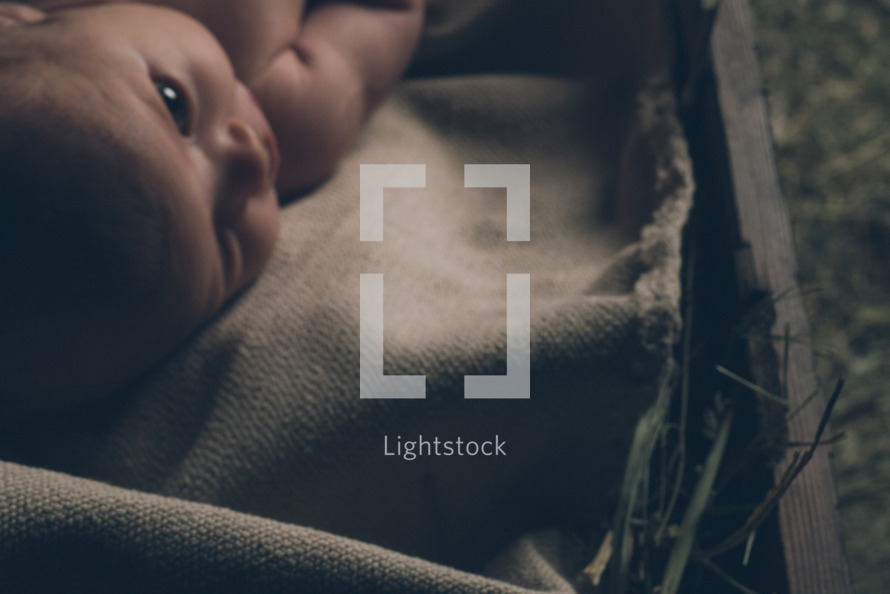lightstock-56933-baby-jesus-in-the-manger--3